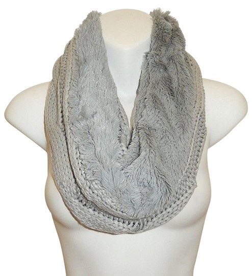 Preload https://img-static.tradesy.com/item/24443385/gray-chunky-solid-cable-knitted-faux-fur-infinity-scarfwrap-0-1-540-540.jpg