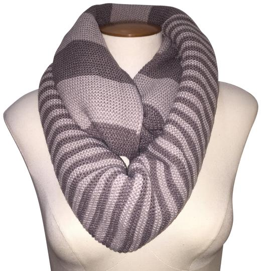 Preload https://img-static.tradesy.com/item/24443482/taupe-gray-chunky-two-tone-colorblock-knit-infinity-taupegray-scarfwrap-0-1-540-540.jpg