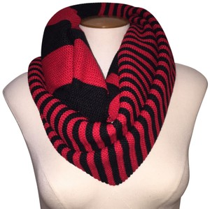 Boutique Chunky Two Tone Colorblock Knit Infinity Scarf, Red Black