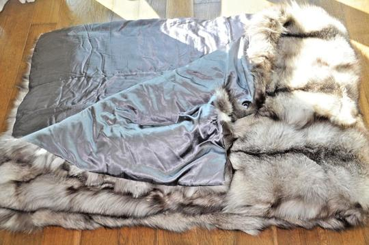 Unbranded Silver Fox Indigo Large Fur Blanket / Fur Throw /Bedspread 70X99 Image 7