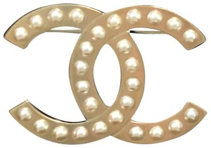 Chanel BRAND NEW LARGE CHANEL Gold Tone Pearl CC LOGO PIN BROOCH BOX