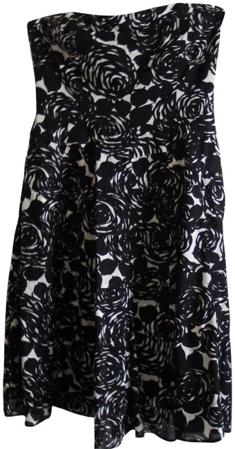 Preload https://img-static.tradesy.com/item/24445892/the-limited-blackcream-floral-party-short-cocktail-dress-size-2-xs-0-1-650-650.jpg
