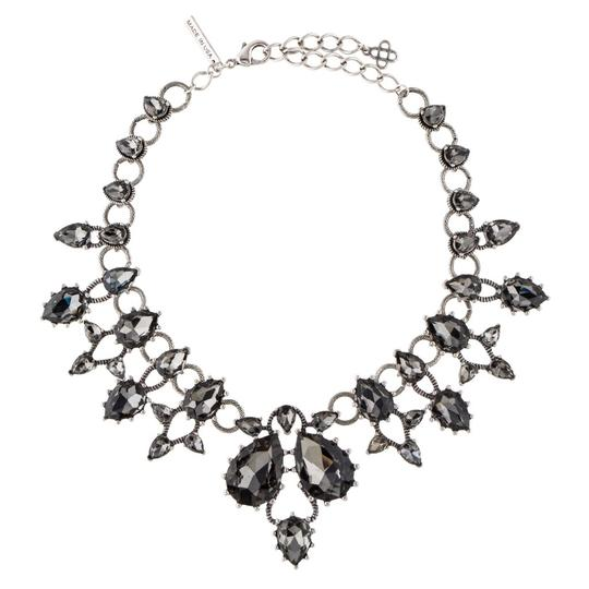 Preload https://img-static.tradesy.com/item/24447250/oscar-de-la-renta-silver-grey-teardrop-crystal-collar-necklace-earrings-0-0-540-540.jpg
