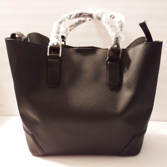 Kenneth Cole Reaction Large Black/Gray Silver Hardware Removable Pouch Footed Bottom Tote in Black/Gray Inteior