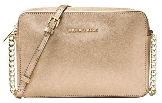 Preload https://img-static.tradesy.com/item/24447740/michael-kors-jet-set-travel-large-east-west-gold-saffiano-leather-cross-body-bag-0-0-540-540.jpg