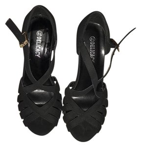 Delicacy Black Wedges