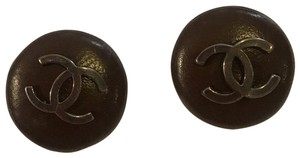 Chanel vintage brown leather buttons
