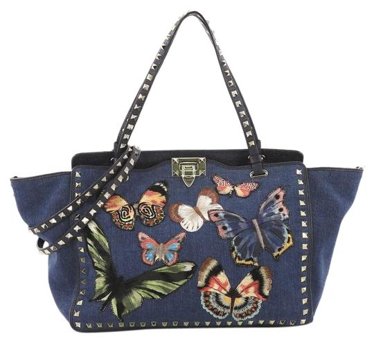 Preload https://img-static.tradesy.com/item/24454729/valentino-rockstud-with-butterfly-applique-medium-blue-denim-hobo-bag-0-1-540-540.jpg