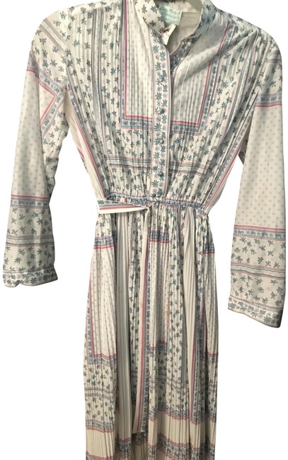 Item - White with Blue and Pink Patterned Pleated Mid-length Short Casual Dress Size 4 (S)