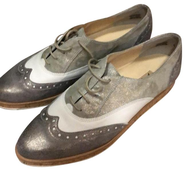 Item - Silver and White Wingtip Oxford Flats Size US 8.5 Regular (M, B)