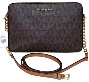 6697469b8e2a Michael Kors Jet Set Crossbody Bags on Sale - Up to 70% off at Tradesy