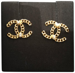 Chanel Chanel CC earrings gold color with pearl