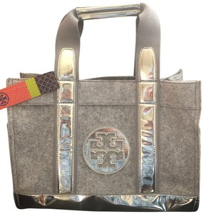 Tory Burch Tote in Gray and silver