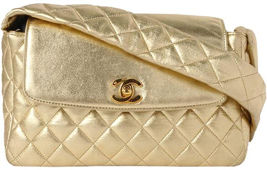 Preload https://img-static.tradesy.com/item/24463102/chanel-with-top-handle-classic-rare-limited-edition-1994-quilted-flap-gold-metallic-lambskin-leather-0-1-540-540.jpg