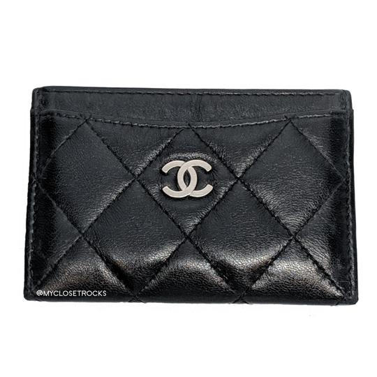 Preload https://img-static.tradesy.com/item/24463432/chanel-black-lambskin-quilted-classic-card-holder-with-silver-hardware-wallet-0-0-540-540.jpg