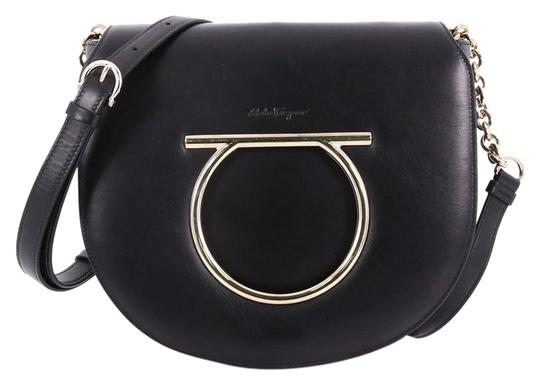 Preload https://img-static.tradesy.com/item/24463772/salvatore-ferragamo-gancini-saddle-small-black-leather-cross-body-bag-0-1-540-540.jpg