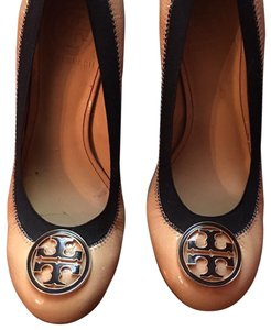 Tory Burch nude with black Wedges