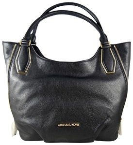 Michael Kors Leather 888235578576 Tote in Black