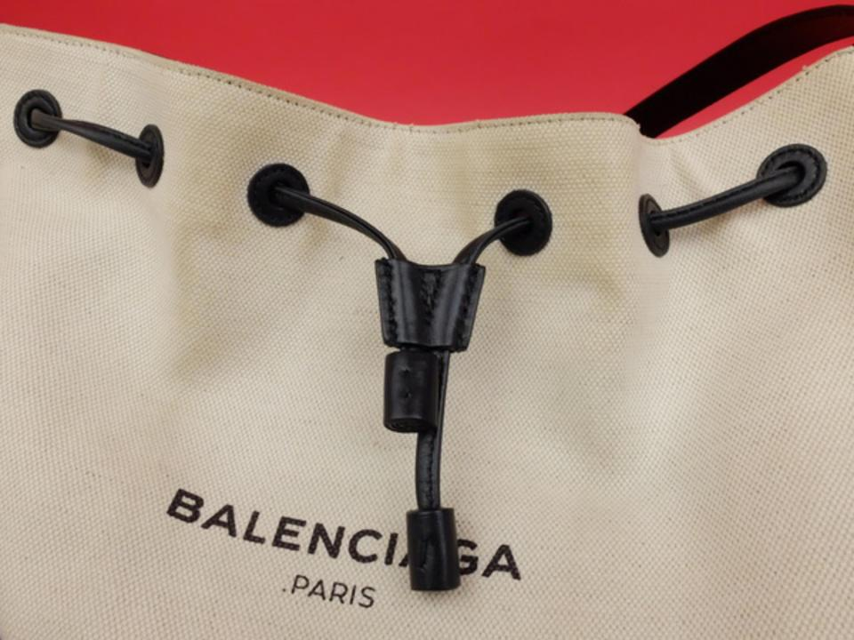 Balenciaga  ebey Sold  Drawstring Bucket Hobo with Pouch 233109 Ivory X  Black Leather Cross Body Bag - Tradesy 9f5dfe95a3d98