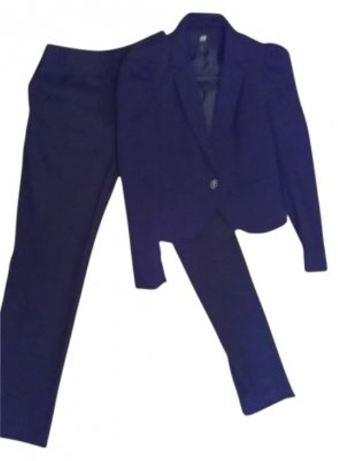 Preload https://img-static.tradesy.com/item/24469/h-and-m-dress-pant-suit-size-6-s-0-0-650-650.jpg