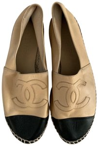 Chanel black/tan Flats
