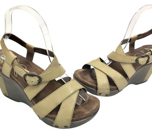 Dansko tan Wedges