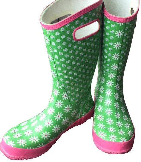 Preload https://img-static.tradesy.com/item/24473945/bogs-greens-and-pinks-with-daisy-pattern-rain-bootsbooties-size-us-6-regular-m-b-0-2-540-540.jpg