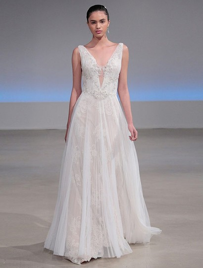 Preload https://img-static.tradesy.com/item/24474186/isabelle-armstrong-silk-whitenude-french-alencon-lace-and-english-net-willow-formal-wedding-dress-si-0-0-540-540.jpg