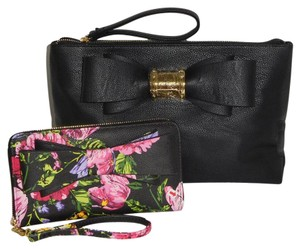 Betsey Johnson / Wristlet Quilted Blush Blush Bow BLACK Clutch