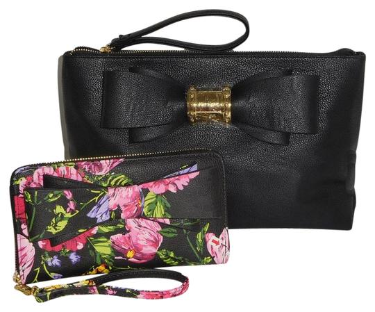Preload https://img-static.tradesy.com/item/24474392/betsey-johnson-blush-wristlet-wallet-black-faux-leather-clutch-0-1-540-540.jpg
