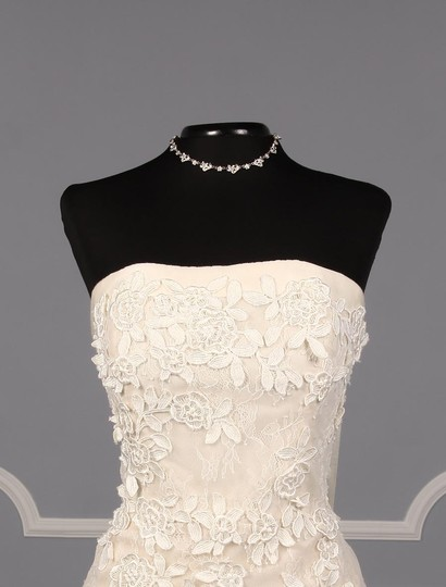Liancarlo Ivory/Cream Chantilly Lace Guipure Lace 6891 Formal Wedding Dress Size 10 (M) Image 3