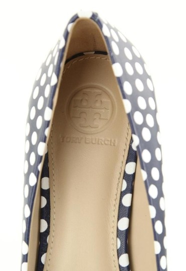 Tory Burch White Navy Blue Pumps Image 9