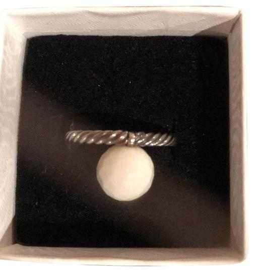 Preload https://img-static.tradesy.com/item/24476287/david-yurman-silver-and-white-small-cable-with-agate-ring-0-1-540-540.jpg