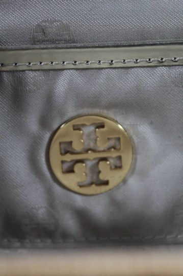 Tory Burch Mint Condition Rare Woven Hard Snap natural wicker and silver leather with gold accents Clutch Image 4