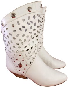 Wild Pair The Vintage Woman Ankle Woman Size 8b white Boots