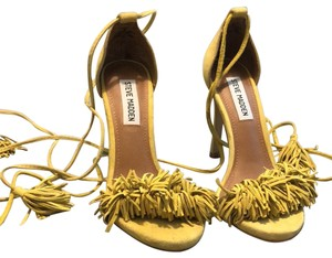 6a3f88948e2e Women s Yellow Steve Madden Shoes - Up to 90% off at Tradesy