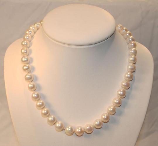 Preload https://img-static.tradesy.com/item/24476844/mother-of-pearl-white-10-mm-south-sea-shell-18incs-long-necklace-0-1-540-540.jpg