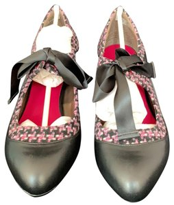 Poetic License Black and pink Wedges