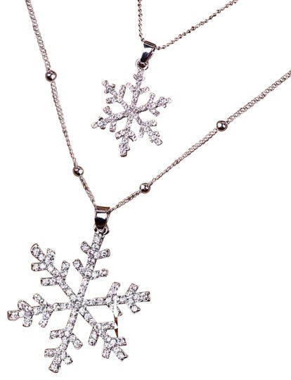 Preload https://img-static.tradesy.com/item/24480688/silver-winter-snowflake-sparkle-layered-necklace-0-4-540-540.jpg
