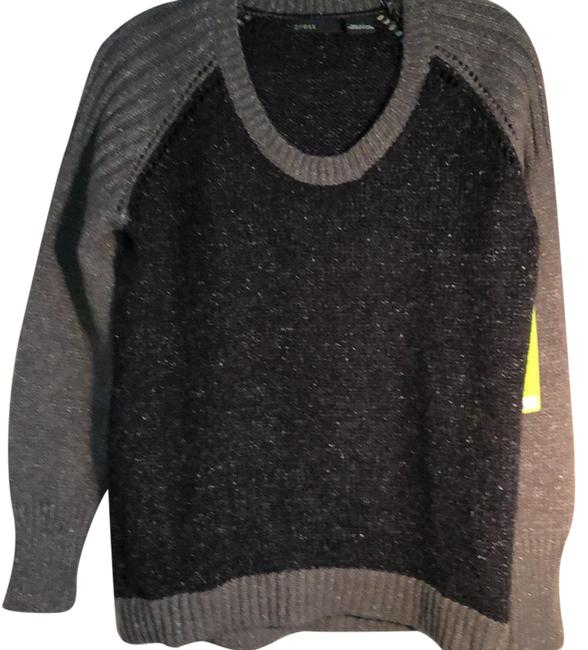 Preload https://img-static.tradesy.com/item/24480776/style-pf141025-grey-and-black-sweater-0-1-650-650.jpg