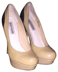 Steve Madden Tan And Black Pumps