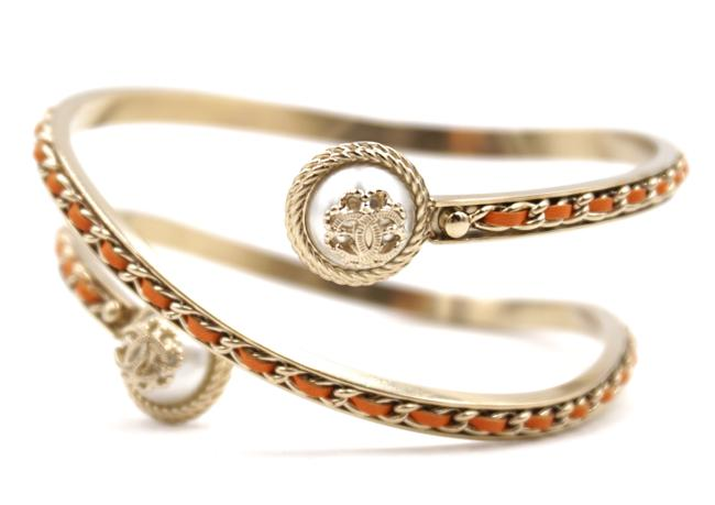Item - #24536 Rare Orange Leather Gold Hardware Cc On Pearl Textured Chain Coil Arm Cuff Size M Bracelet