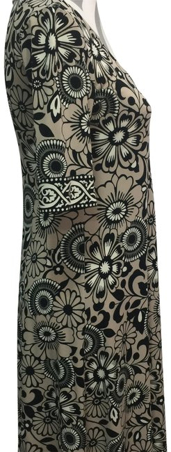 Preload https://img-static.tradesy.com/item/24486695/donna-morgan-tan-black-and-white-floral-print-sleeve-mid-length-short-casual-dress-size-4-s-0-2-650-650.jpg