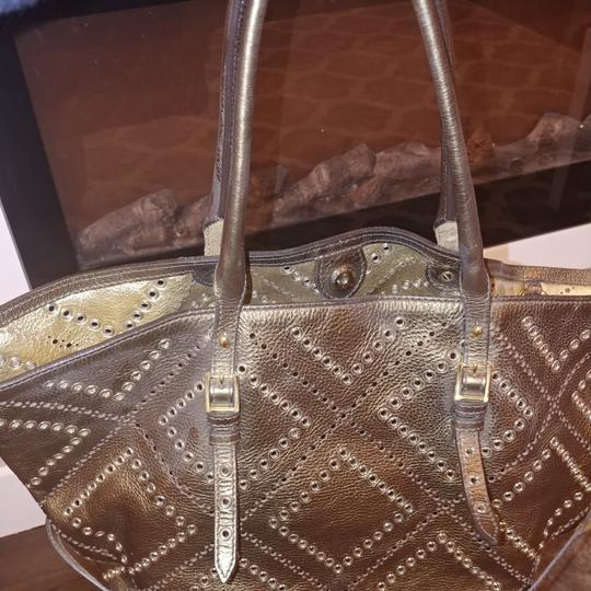 Burberry Tote in Gold/bronze