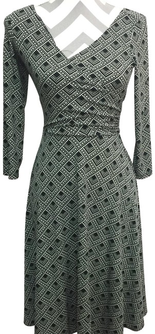 Preload https://img-static.tradesy.com/item/24486790/london-times-black-and-white-faux-wrap-mid-length-short-casual-dress-size-6-s-0-1-650-650.jpg