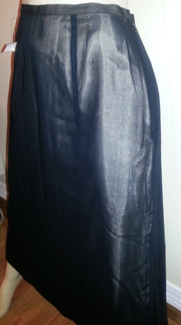 Eddie Bauer Skirt Black outer with beige lining