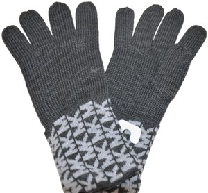 Michael Kors NWT MICHAEL KORS SIGNATURE KNIT GLOVES DERBY GREY ONE SIZE 537413C