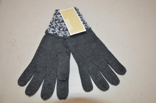 Michael Kors NWT MICHAEL KORS SIGNATURE KNIT GLOVES DERBY GREY ONE SIZE 537413C Image 2
