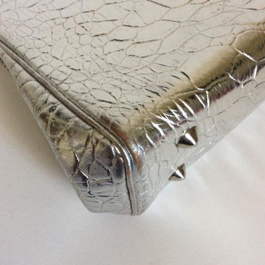 Roney Satchel in silver. Image 4
