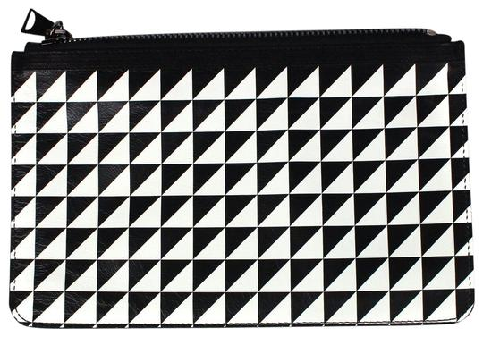 Preload https://img-static.tradesy.com/item/24492230/proenza-schouler-large-and-envelope-blackwhite-triangle-pattern-leather-clutch-0-1-540-540.jpg